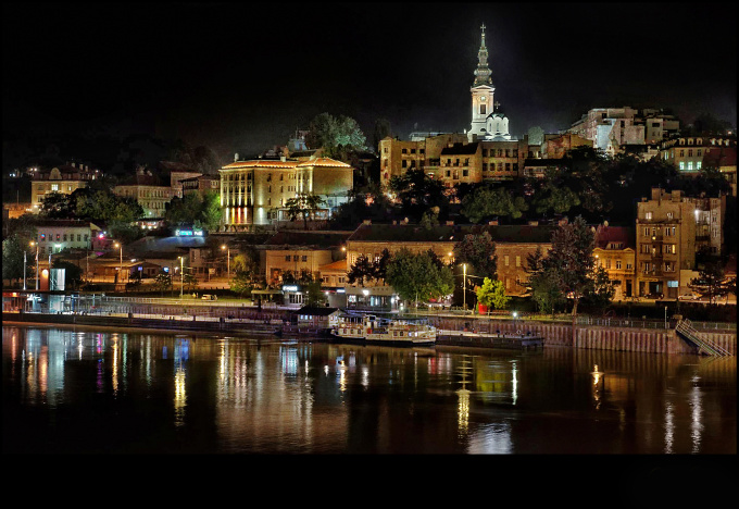 Belgrade_at_night.jpg