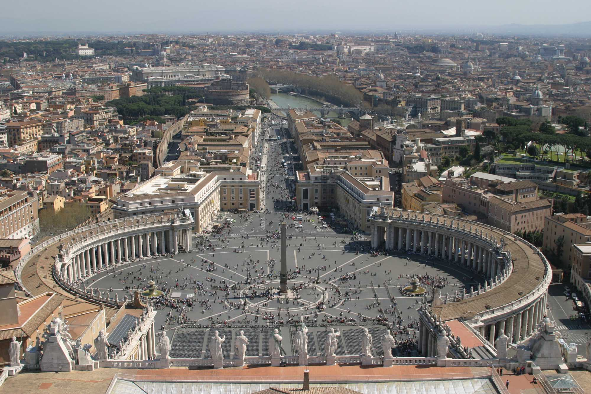 StPetersSquare-Rome-fromDome.jpg